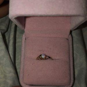 Beautiful genuine opal ring